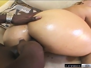 Bodacious slut Georgia Peach has a black stallion hammering her holes