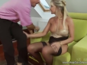 Wild Anal Antics For Sultry MILF