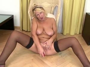 Old slut granny with thirsty vagina