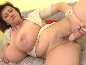 Mature sex bomb mom with huge tits ssbbw