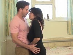 Posh mature mom fucking young guy