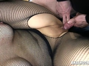 Sanna tied up like it rough with inflatable butt plug!