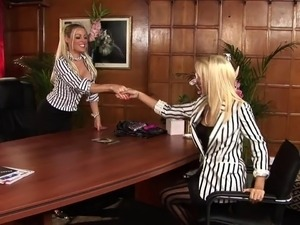 Sexy blondes lick each other before guy comes to bang them