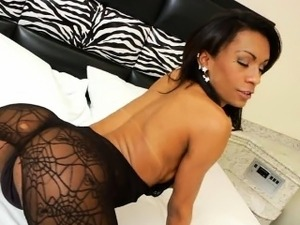 Busty ebony shemale Cintia Matarazzo wanks her big dick