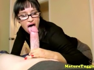 Mature tugjob lover toying with a massive dick