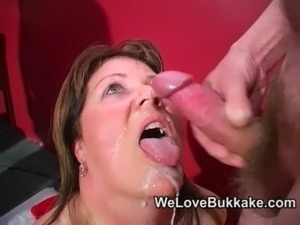Shooting cumshots into mature womans mouth free