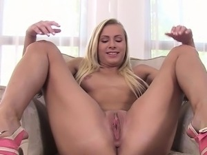 Hot secretary first deepthroat