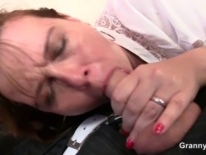 He brings mature bitch home to bang her old pussy